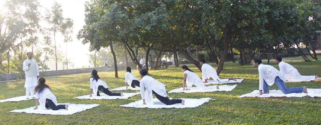 yoga-at-outdoor